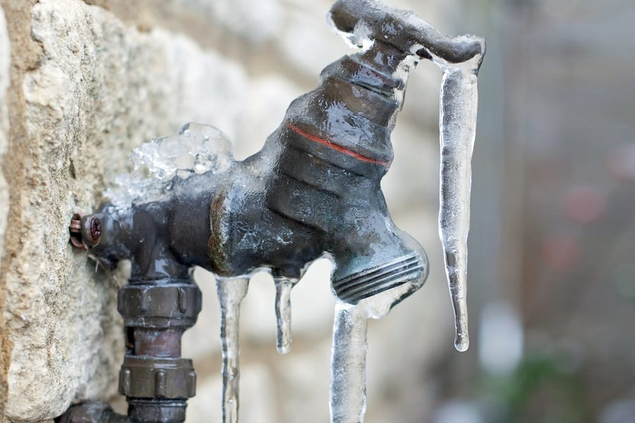 Ways To Prevent Bathroom Pipes From Freezing