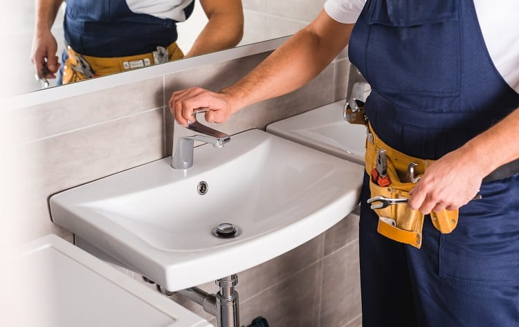 Ways To Prevent Bathroom Pipes From Freezing | Bomisch